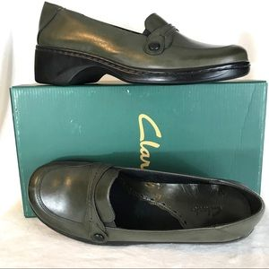CLARKS Size 8.5M Leather Loafers Shoes NIB